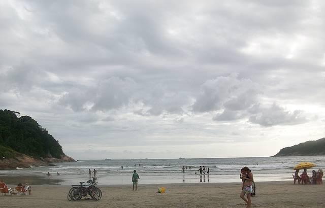 Final da tarde, linda praia