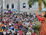 Evento movimenta pra�as com shows como o de Bia Bedran
