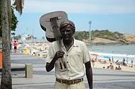 Tom Jobim ganha estátua em Ipanema