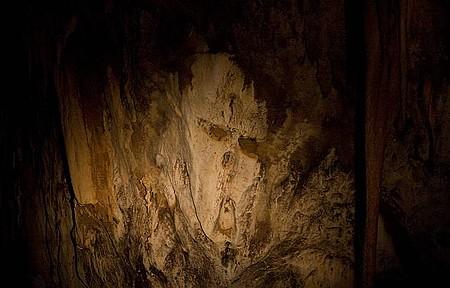 Caverna do Diabo - Salões são iluminados também por luz artificial