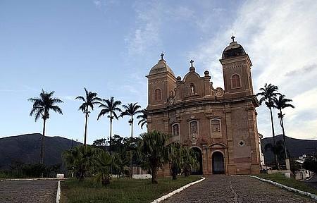 Basílica de São Pedro dos Clérigos - Construção imponente enfeita a paisagem