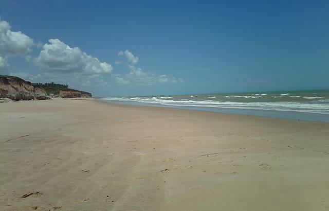 Extensa faixa de areia.