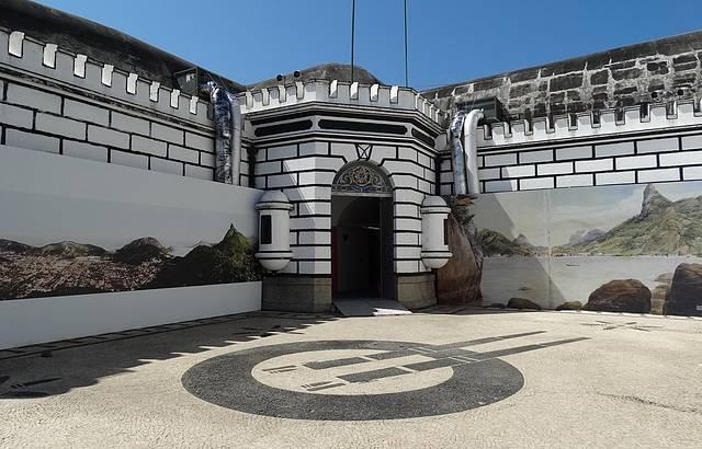 Interior do Forte onde está o museu do Cristo Redentor.