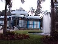 A estrutura é inspirado no Palácio de Cristal de Londres.