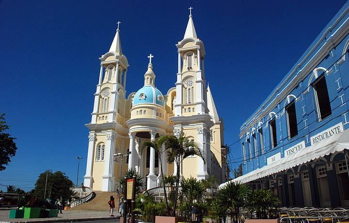 Catedral e bar Vesúvio ficam lado a lado