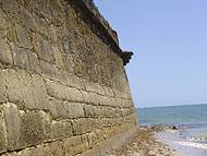 A muralha e o mar.