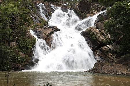 Cachoeiras do Lázaro e de Santa Maria - Queda forma ótimo poço para banho