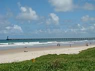 Foto da Praia do Sobral e ao Fundo Emissário