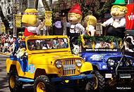 Desfiles animam e colorem o centro da cidade