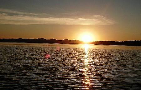 Serra da Mesa - Sol se põe no gigantesco lago artificial