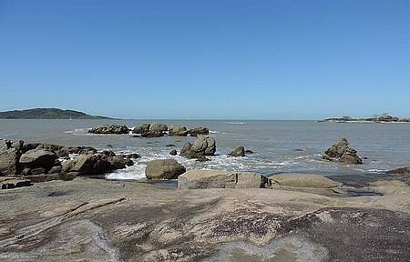 Praia de Santa Mônica - Lugar tranquilo e com belas paisagens