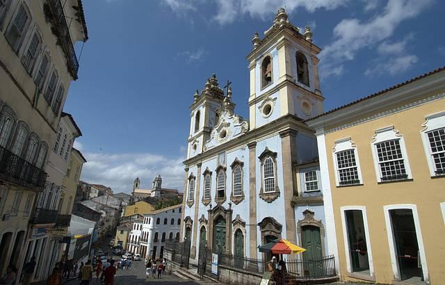 Templo com fachada pintada de azul é referência no Pelourinho
