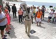 Tom Jobim ganha estátua na orla