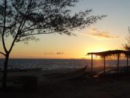 Por do sol na praia de Itaipuaçu