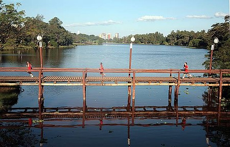 Lago Igapó - Área verde é ponto de encontro de turistas e moradores