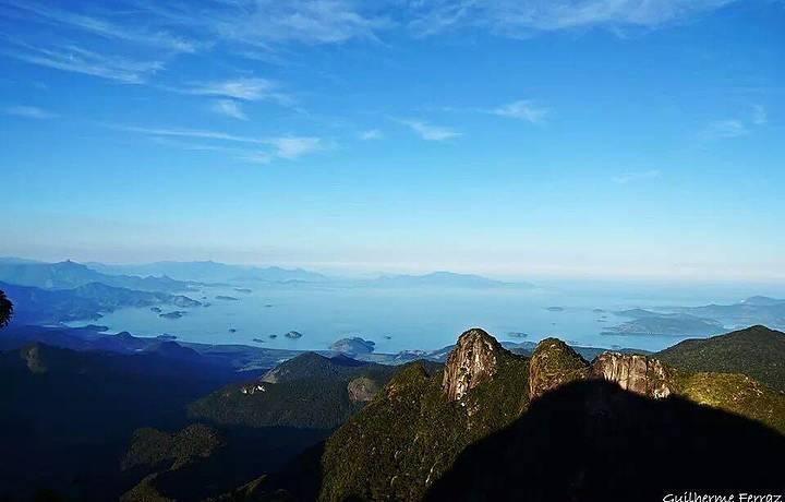 Mar e montanhas: beleza sem fim