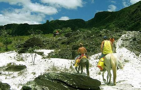 Esportes e Ecoturismo - Belos cenários ao redor do arraial convidam a cavalgadas