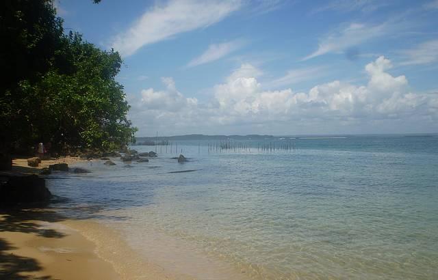 Trilha Pela Praia