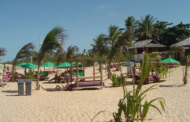 Restaurantes à beira-mar na praia de Coqueiros