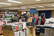 Livros são vendidos a preços acessíveis e ainda tem exemplares para doação!