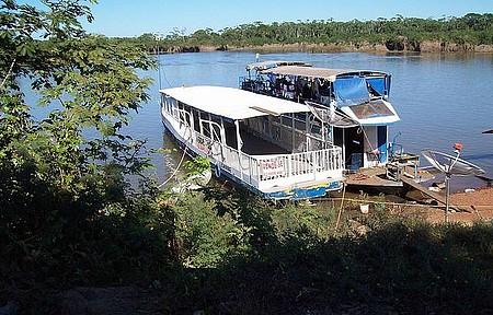 Rio Araguaia - Chalana para passeios