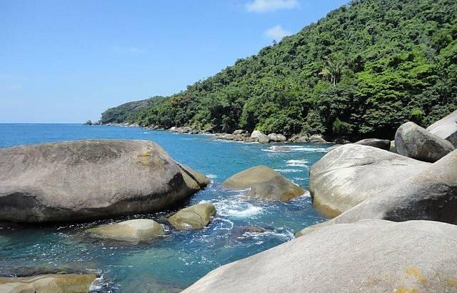 Águas Calmas na Piscina Natural