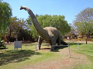 Museu dos Dinossauros: Réplicas se espalham pelos espaços<br>