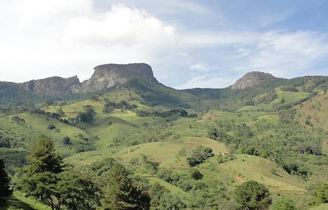 Vista para Bauzinho, Pedra do Baú e Ana Chata