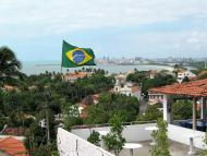 Fotografei isso de Olinda, ao longe dá para ver a cidade do Recife.