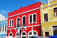 No centro da cidade, o Largo da Ordem e seu casario colorido !