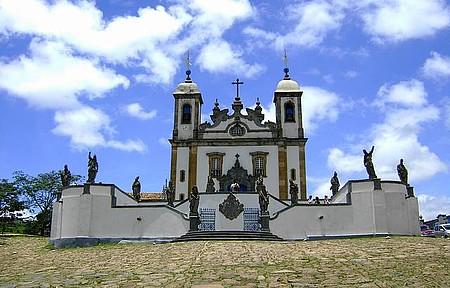 Senhor Bom Jesus do Matosinho - Foto da Basílica e os profetas do Aleijadinho
