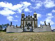 Foto da Basílica e os profetas do Aleijadinho