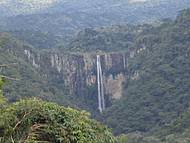 Cachoeira vista do alto da cidade
