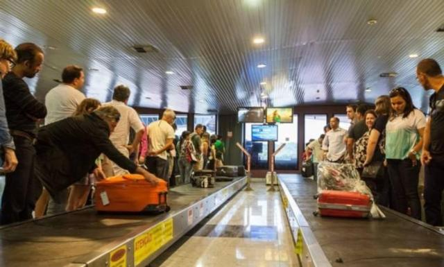Malas de mão são conferidas nos aeroportos