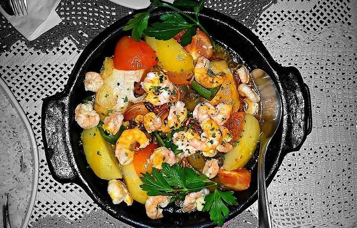 Peixe e camarão ao forno