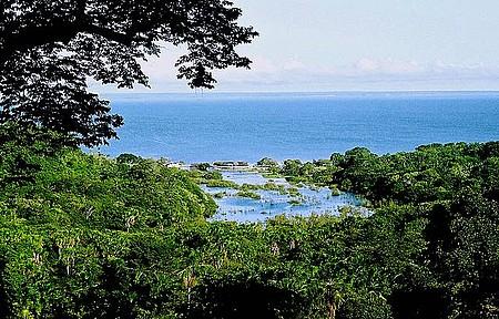 Lago Encantado da Praia do Aramanaí