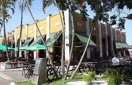 Mercado Velho - Espaço amplo reúne restaurantes que servem de sardinha frita a feijoada