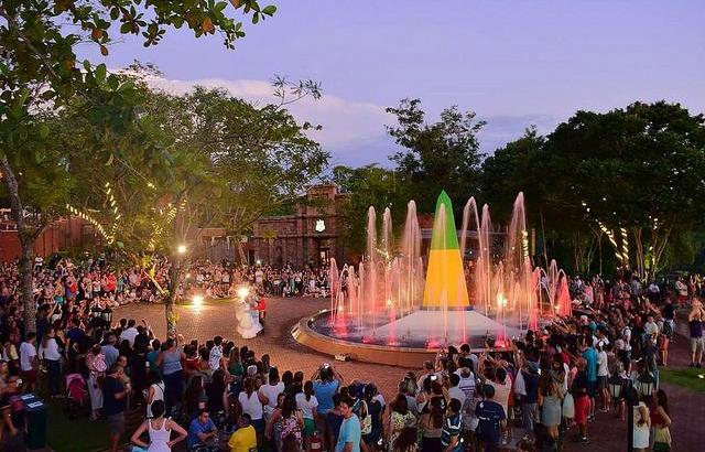 Shows reúnem água, luz e dançarinos