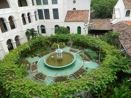 Mosteiro dos Jesuítas - Recantos graciosos convidam ao relax