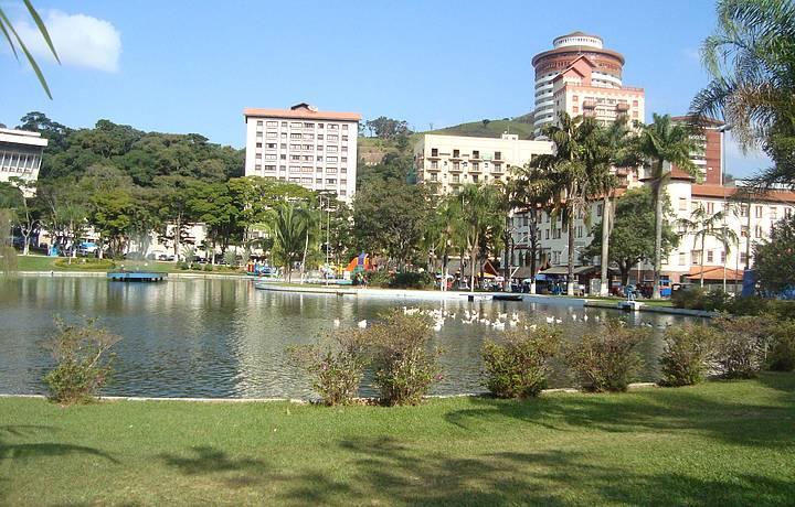 Praça Adhemar de Barros, Águas de Lindóia - Férias Brasil