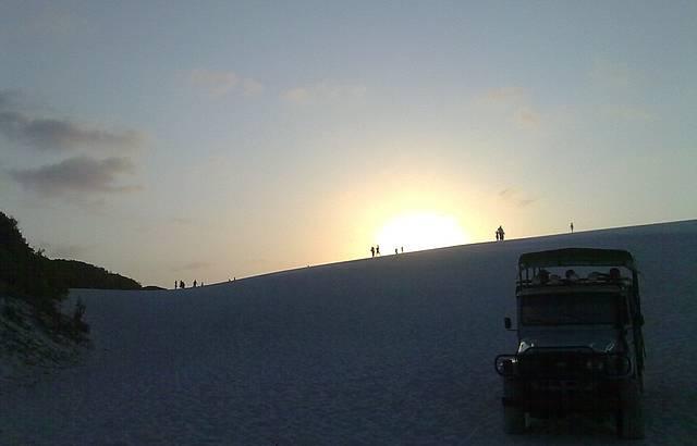 P�r do Sol nas dunas