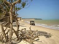Praia do Carro Quebrado: selvagem e deserta