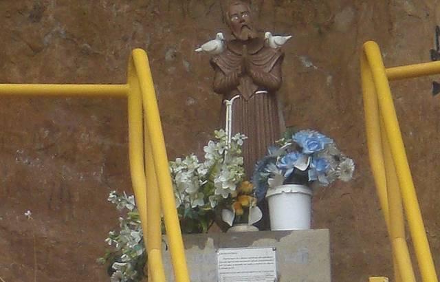 São Francisco esculpido de pertinho ....