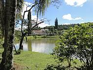 Vista parcial do lago