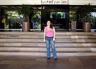 Na porta do Hotel
