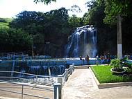 Um dia refrescante nas cachoeiras do parque aquático de cambuci