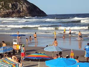 Prainha: Point reúne surfistas e famílias no verão<br>