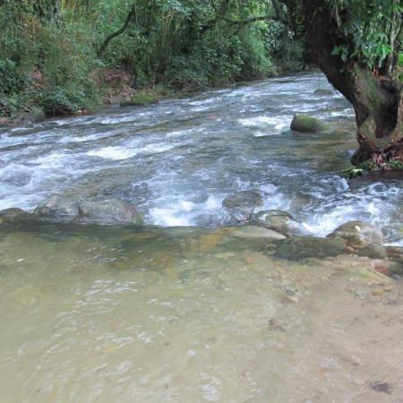 Sítio Ecológico Eco da Serra - Rio encachoeirado com prainhas