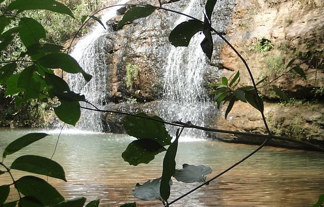 Cachoeira dentro do parque estadual Serra de Caldas Novas