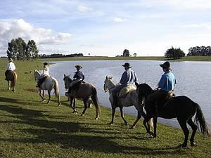 Cavalgadas: Paisagens rústicas contornam passeio<br>
